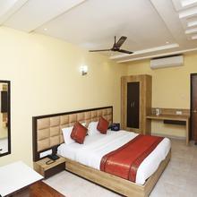 Oyo 4009 Hotel Hkj Palace in Varanasi