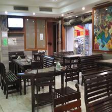 Oyo 4064 Maharaja Hotel in Asan Khurd