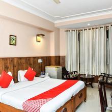 OYO 4064 Maharaja Hotel in Manana