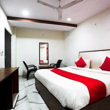 OYO 44174 Hotel Mid Town Prime in Moradabad