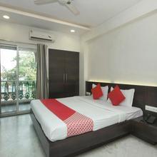 OYO 4448 Hotel Suresh Plaza in Mahiravani