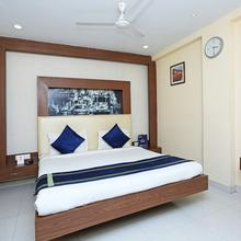 OYO 460 Hotel Ivory Residency in Alipore