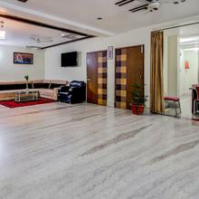 OYO 4730 Apartment Hotel Imperia Inn in Danapur