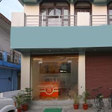 OYO 4734 Hotel Sapphire in Bisharatganj