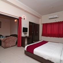 OYO 4754 Hotel Center Point in Rudrapur