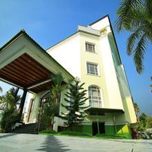 Oyo 4806 Holiday Hotel in Parur