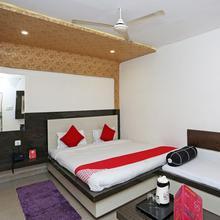 OYO 4957 Hotel China Town in Chakeri