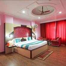 OYO 4962 Hotel Meridian Palace in Karli
