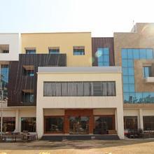 Oyo 5183 Hotel Subhadra Residency in Kharkhauda