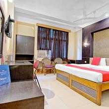 OYO 5332 Hotel Parnil Palace 1 in Kamakhya Temple