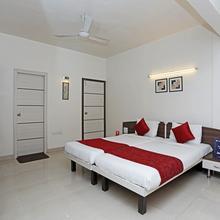 OYO 541 Apartment Hotel Siesta Springs in Chinchvad
