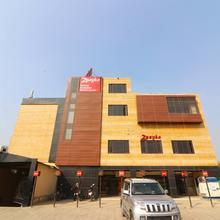 Oyo 5587 Hotel Zaayka in Dewa
