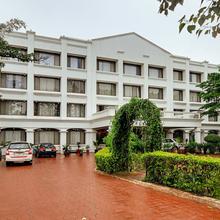 Oyo 5647 Shilpi Hill Resort in Saputara