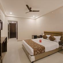 Oyo 600 Hotel Skyhy in Secunderabad