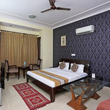 OYO 641 Hotel Nityas Residency in Noida