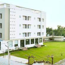 OYO 6622 Hotel Neelam Paradise in Dhanakya