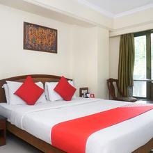 OYO 691 Hotel Srimaan in Phursungi
