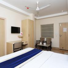 Oyo 694 Hotel Malik Residency in Kanpur