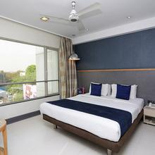 OYO 697 The Sirona Hotel in Pimpri Chinchwad
