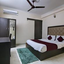 Oyo 709 Hotel Cross Winds in Ghaziabad