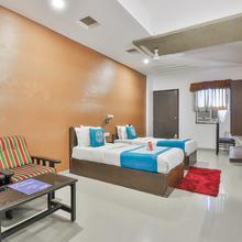 Oyo 711 Hotel Crystal in Ahmedabad