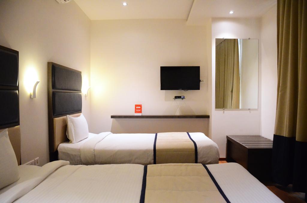 OYO 7223 Hotel Grandeur UNA Smart in Pimpri Chinchwad