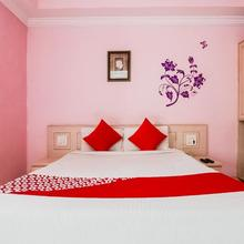 OYO 737 Hotel Manny's Palace in Akbarnagar