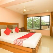 OYO 7727 Hotel Sarovar Grand in Javale