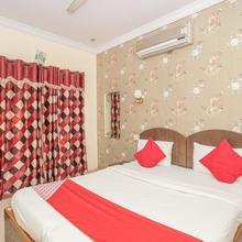 OYO 7728 Hotel Nayaab Comforts in Bengaluru
