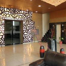 OYO 779 Hotel The Golden Oyster in Majra