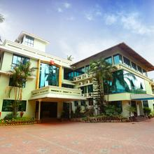 Oyo 8008 Hotel Sabari Park in Tiruvallam