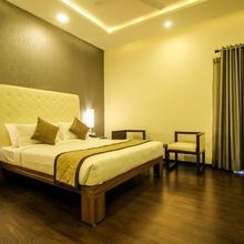 Oyo 8045 Crest Hotel in Chik Banavar