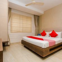 Oyo 8069 Hotel Pratiksha Residency in Kalamboli