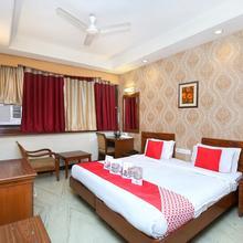 Oyo 808 Hotel Alora in Kharar