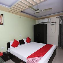 OYO 8114 S K Palace Deluxe in Mohanlalganj