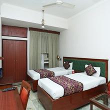 OYO 8178 Hotel Saket in Chaukhandi