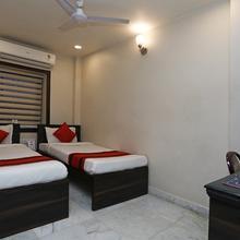 Oyo 8318 Beeu Guest House in Garalgachha