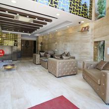 Oyo 8466 Hotel Royal Palace in Delmara