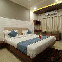OYO 8615 Hotel Midtown in Vadodara
