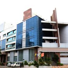 OYO 8763 Hotel Seven Heaven in Mahiravani
