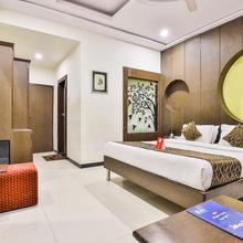 Oyo 900 Marshall The Grand Hotel in Ahmedabad