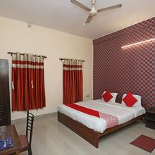 Oyo 9001 Hotel East West in Alipore