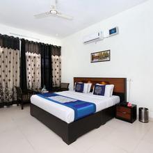 Oyo 9049 Pearl Grand in Dera Bassi