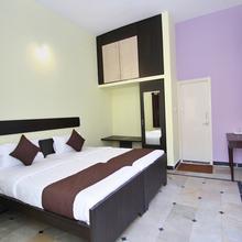 Oyo 9060 Sri Sai Guest Inn in Bengaluru