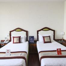 Oyo 9210 Hotel Blak & Wite in Vishakhapatnam