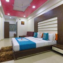 Oyo 9238 Hotel Meet Palace in Ahmedabad
