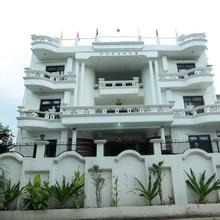 OYO 9317 Hotel Indiana in Lucknow