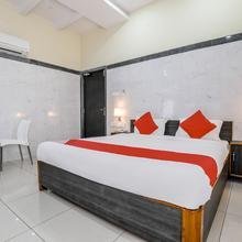 Oyo 9352 Hotel Src Grand in Vijayawada