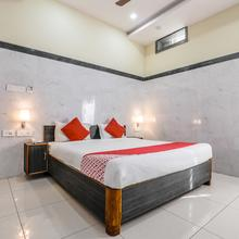 OYO 9352 Hotel Src Grand in Kondapalle