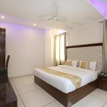 OYO 9420 Hotel Silver Palm in Morni Hills